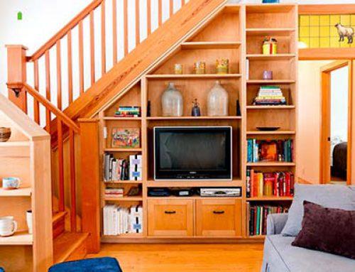 Шкаф под лестницей, или чем занять вынужденную пустоту